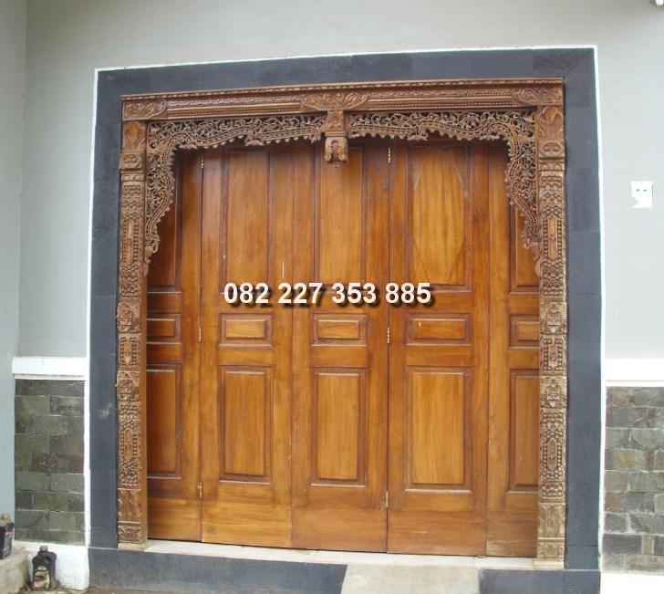 Pintu gebyok garasi mobil
