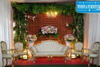 Mewahnya dekorasi pernikahan dengan kursi lois keong