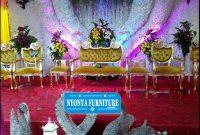 Tampil Mewah dengan dekorasi kursi pelaminan apel